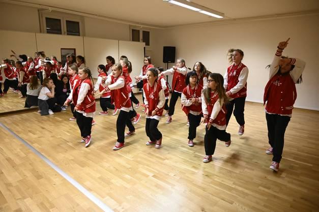 Proben Streetdance Schule Move! Grenchen von Sarah Cattin für die Show am 8.12.2019