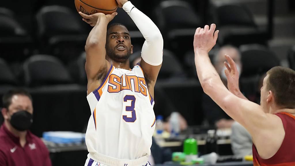 Chris Paul (Nummer 3) führt die Phoenix Suns in die Playoff-Halbfinals der NBA