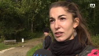 Karin Islikers schwarzer Labrador ist ihr im Wald entlaufen. Jetzt befürchtet sie, dass ihn Jäger abschiessen könnten.