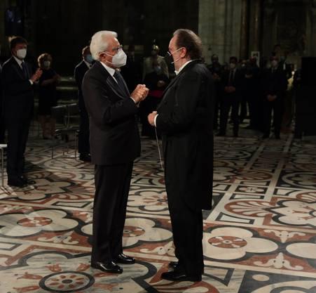 Der Presidente dankt dem Maestro.