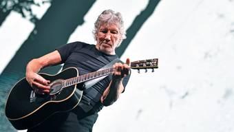 Roger Waters im Hallenstadion: Der 74-jährige Brite schoss während des Konzerts immer wieder gegen US-Präsident Donald Trump.