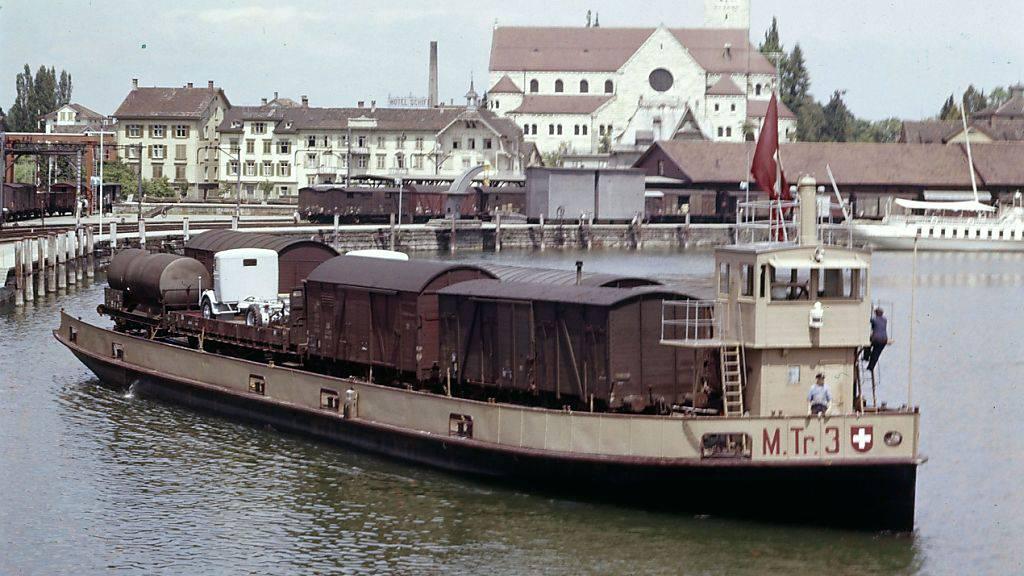 Eines der Trajektschiffe in den 1950-er Jahren im Hafen von Romanshorn.