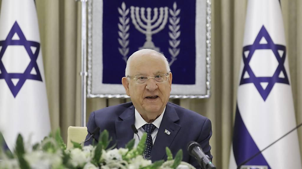 ARCHIV - Reuven Rivlin (l.), amtierender Präsident von Israel. Foto: Amir Cohen/Reuters Pool/AP/dpa