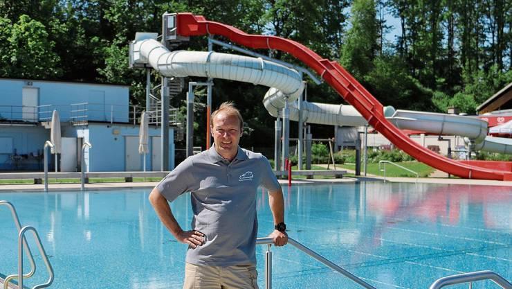 Willy Vogt, Geschäftsführer des Freizeitcenters Kuba in Rheinfelden, steht vor einer schwierigen Freibad-Saison.