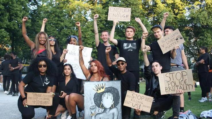 Auf der Josefwiese versammelten sich zahlreiche Menschen, um ihre Solidarität mit den «Black Lives Matter»-Demonstrierenden in den USA zu bekunden.