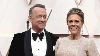 Der Schauspieler Tom Hanks und seine Ehefrau Rita Wilson haben sich mit dem neuartigen Coronavirus infiziert. Das Ehepaar war kurz zuvor in Australien gewesen. Das Paar befindet sich in Quarantäne. (Foto: Jordan Strauss/ AP Keystone SDA)