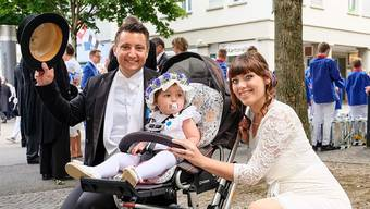 Stadtrat Andreas Schmid mit seiner jungen Familie am diesjährigen Jugendfest.