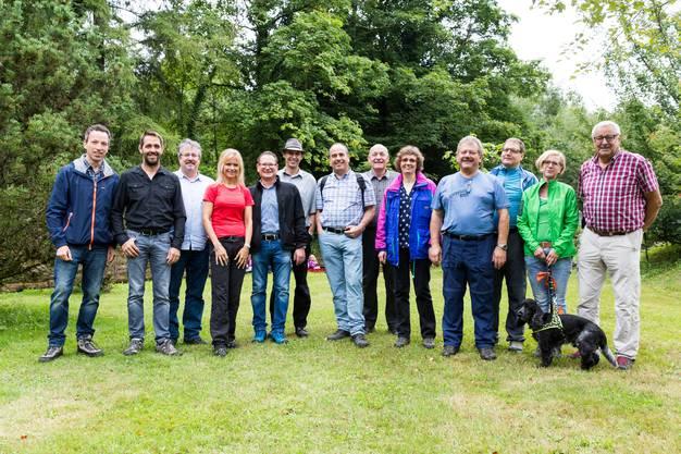 (v.l.): Patrik Müller (Chefredaktor «az Nordwestschweiz»), Ralf Bucher (Grossrat AG/Bauernverband AG), Beat Flach (Nationalrat AG), Nicole Müller-Boder (Grossrätin AG), Rolf Jäggi (Grossrat AG/Ammann Egliswil), Pascal Furer (Grossrat AG/Gemeinderat Staufen), Otto Moser (Ammann Staufen), Herbert Huber (Gemeindeverband aargau südImpuls), Sabine Sutter-Suter (Grossrätin AG), Adolf Egli (Ammann Schafisheim), Roland Teuscher (Mediensprecher Neue Aargauer Bank), Bettina Ambrozzo mit Jaro (Aargauer Wanderwege), Martin Widmer (Gemeindeverband aargau südImpuls)