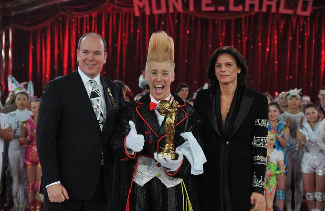 Bello Nock mit Prinz Albert II von Monaco und Prinzessin Stephanie während der Gala des Internationalen Zirkusfestivals in Monte Carlo 2011.