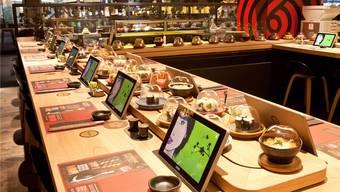Gamen statt warten: In den Schweizer Sushi-Restaurants der Kette Yooji's dient das Tablet nicht nur zum Bestellen. HO