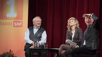 Aufzeichnung der Sendung «Persönlich» von Radio SRF 1 im Solothurner Stadttheater. Von links: Peter Bichsel, Eliana Burki und Dani Fohrler.