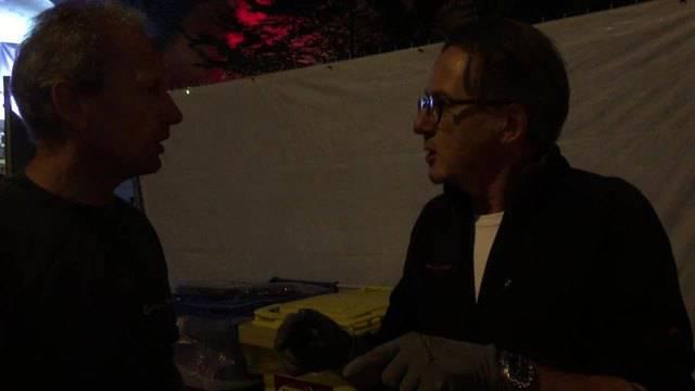 Während der Strassenputzete gab es auch Zeit, sich auszutauschen. Werkhof Mitarbeiter Markus Muff und Stadtrat Erich Obrist diskutieren über das Abfallproblem und das fehlende Bewusstsein