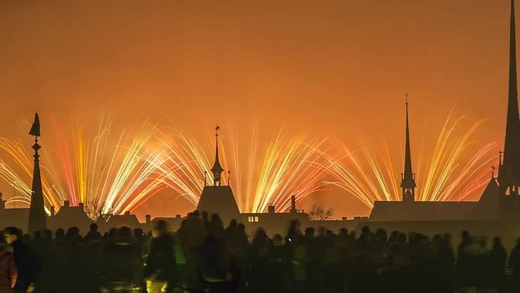 Rund 120'000 Personen bestaunten das Silvesterfeuerwerk in Zürich. Dabei kam es auch zu Diebstählen und sexuellen Übergriffen.