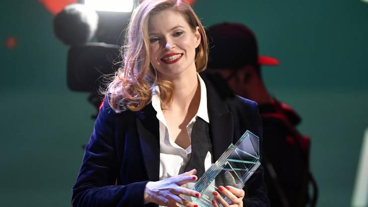 Lisa Brühlmann gewinnt den Schweizer Filmpreis mit den Film Blue My Mind in der Kategorie Bester Spielfilm