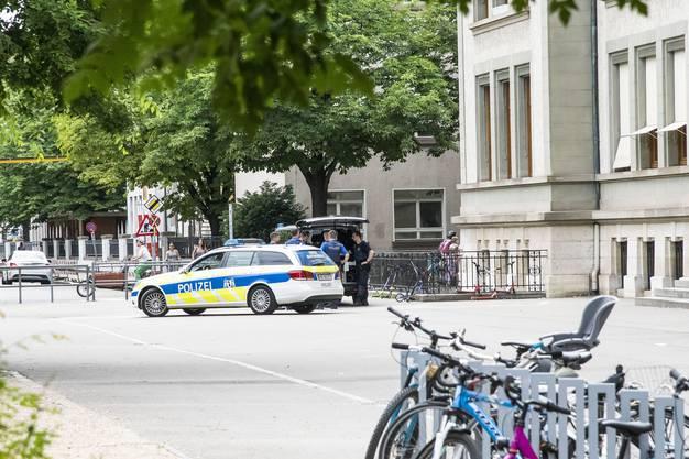 Ein Grossaufgebot der Basler Polizei war vor Ort.
