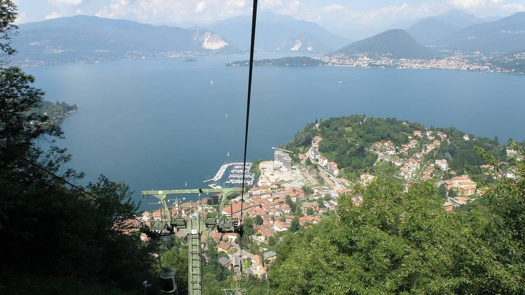 Aus dieser Seilbahn stürzte der Schweizer.