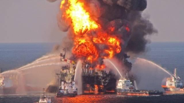 Brand der Plattform Deepwater Horizon im April