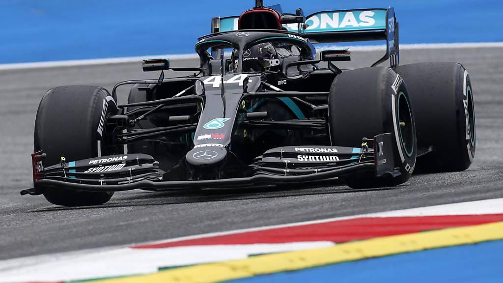 Weltmeister Lewis Hamilton gab in seinem schwarz lackierten Mercedes am ersten Trainingstag für den Grand Prix von Österreich bereits wieder den Ton an