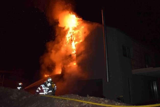 Die Feuerwehr Lüterkofen und weitere Feuerwehrleute aus Biberist wurden aufgeboten
