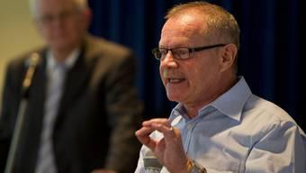 Alt Nationalrat Christian Waber spricht vor den EDU-Delgierten