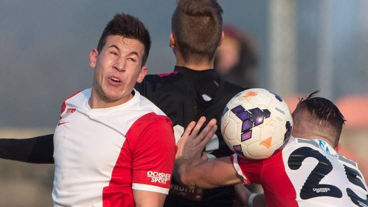 Solothurns Verteidiger Waylon Grosjean (rechts) sah wegen einem doppelten Hands zweimal innert Minutenfrist gelb – Platzverweis.