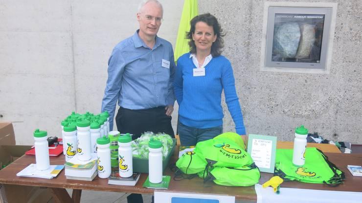 OK-Mitglied Daniel Lutziger und OK-Präsidentin Marianne Stänz standen beim Info-Stand im Einsatz