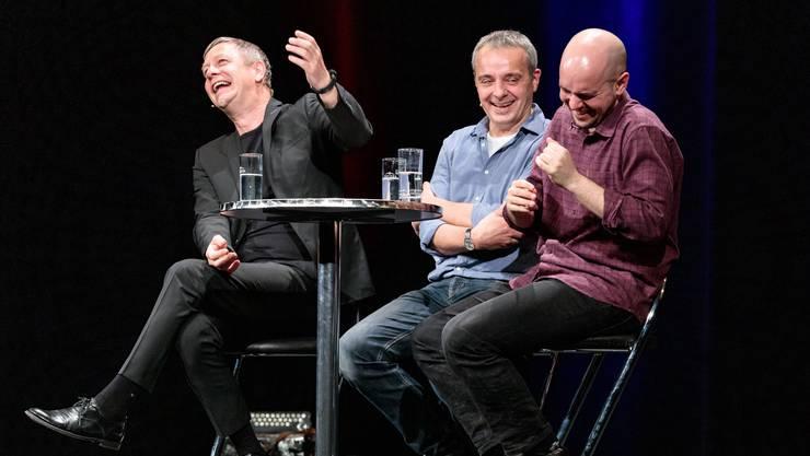 Jess Jochimsen, Thomas Maurer und Renato Kaiser (v. l.) treffen sich zum deutsch-österreichisch-schweizerischen Satire-Gipfel.