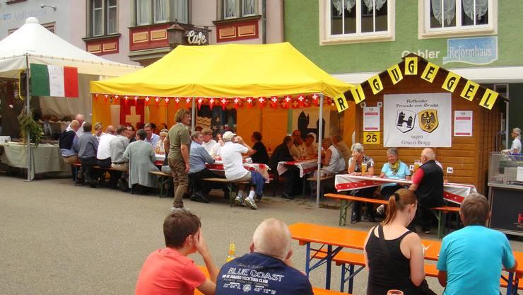 Die Raclette-Beiz der Brugger Freunde von Rottweil an der Hauptstrasse in der deutschen Partnerstadt, unweit des alten Rathauses.
