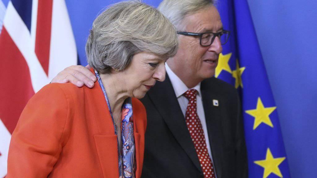 Ein Paar vor der Trennung: Grossbritannien in der Gestalt von Premierministerin Theresa May (links) und die EU vertreten von Kommissionspräsident Jean-Claude Juncker. (aufgenommen am EU-Gipfel im Oktober vergangenen Jahres in Brüssel)