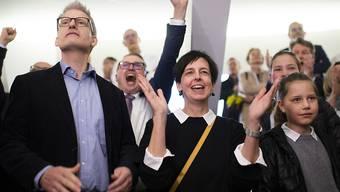 Die Wiler Stadtpräsidentin Susanne Hartmann (Mitte) freut sich über ihre Wahl in die St. Galler Regierung. Die CVP sicherte sich den zweiten Sitz in der Exekutive.