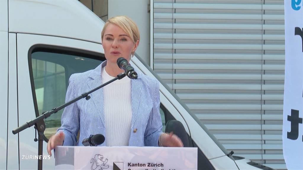 Bei Impfanlass: Regierungsrätin Natalie Rickli mit Flüssigkeit angegriffen