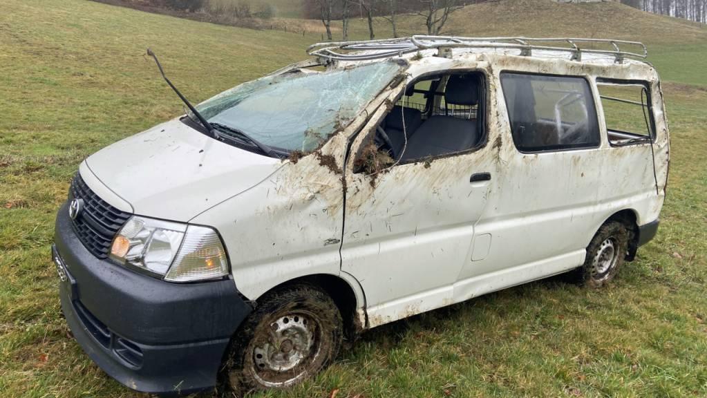 Im Lieferwagen, der in Reiden von der Strasse abkam und sich überschlug, starb ein Mann.