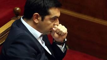 Schwierige Aufgabe für den griechischen Premier: Was Tsipras in Brüssel zugestehen musste, widerspricht dem, was er den Menschen noch vor der unsinnigen Volksabstimmung vom vorletzten Sonntag vorgegaukelt hatte.