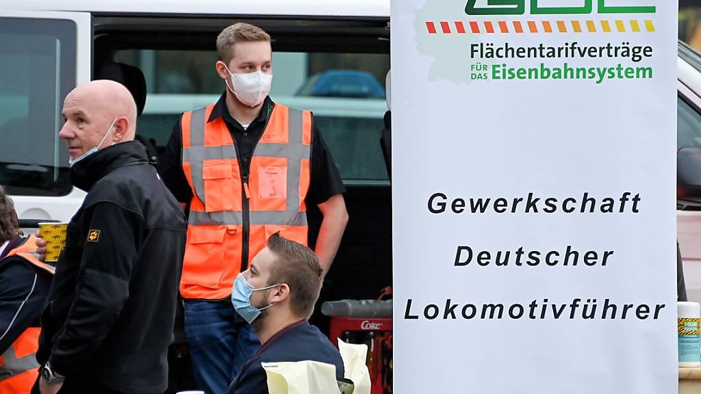 Gut ein Viertel der deutschen Lokführer hat sich laut der Deutschen Bahn am zweitägigen Streik beteiligt. (Archivbild)