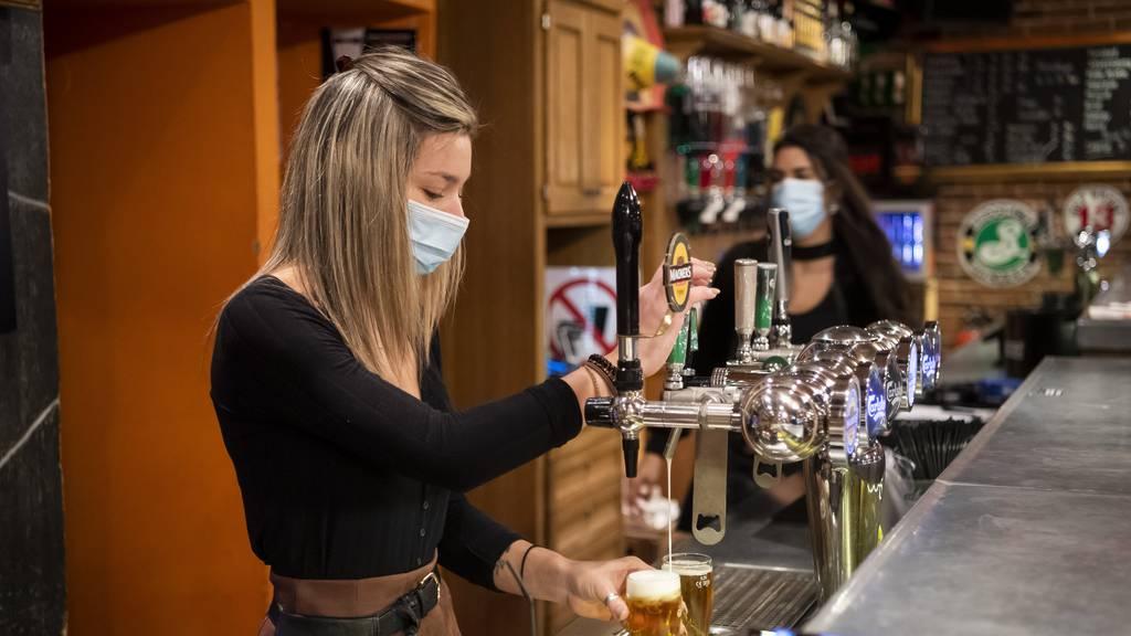Darum sind Hygienemasken oft zu gross für Frauen