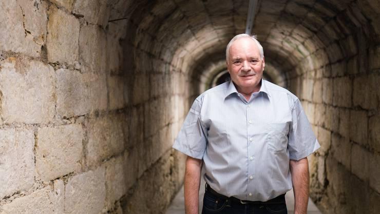 Robert Uhlmann (61), genannt Röbi ist seit 27 Jahren Hauswart im Grossen Rat. Hier im Tunnel des Lieferanteneingangs.