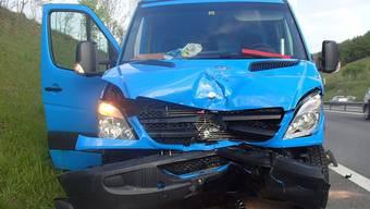 Auffahrkollision: An diesem und einem weiteren Fahrzeug entstand Sachschaden von 30'000 Franken.