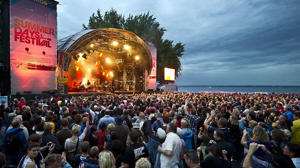 Die Veranstalter des Summerdays in Arbon TG und des Seaside in Spiez BE machen die Durchführung der Festivals von der Aufhebung der Spitzplatzpflicht beim Konsumieren abhängig. (Archivbild)