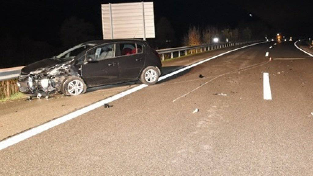 Beim Unfall auf der A4 bei Schaffhausen entstand an den Auto Totalschaden.