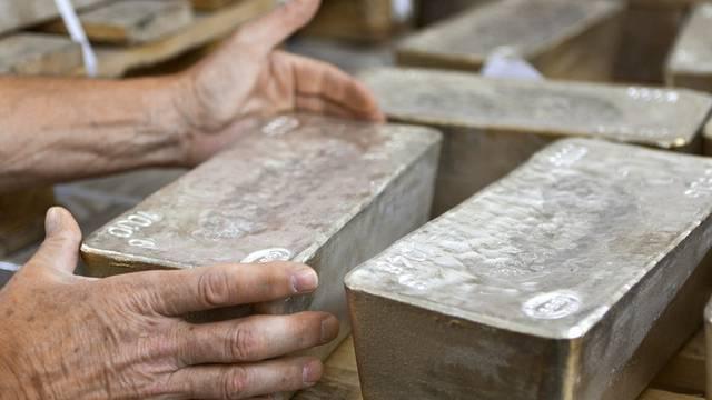 Ein Mann wollte unter anderem 425 Kilogramm Silber schmuggeln (Symbolbild)