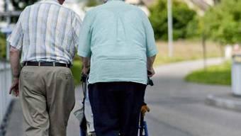 Die Ausgangslage der AHV ist unverändert: Die Zahl der Rentner steigt im Verhältnis zu den Erwerbstätigen. (Symbolbild)