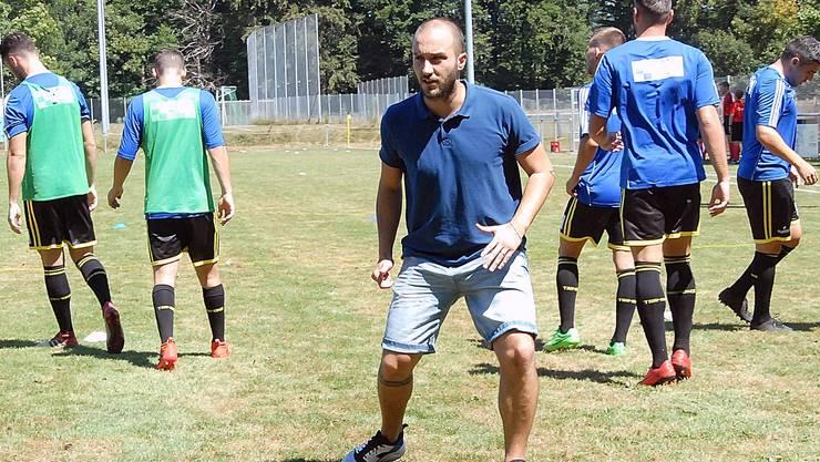 Alessandro Rizzo ist seit bald drei Jahren Trainer, zuerst war er zwei Saisons beim «Zwöi» des FC Dulliken, seit Sommer ist er der Chef des Fanionteams.