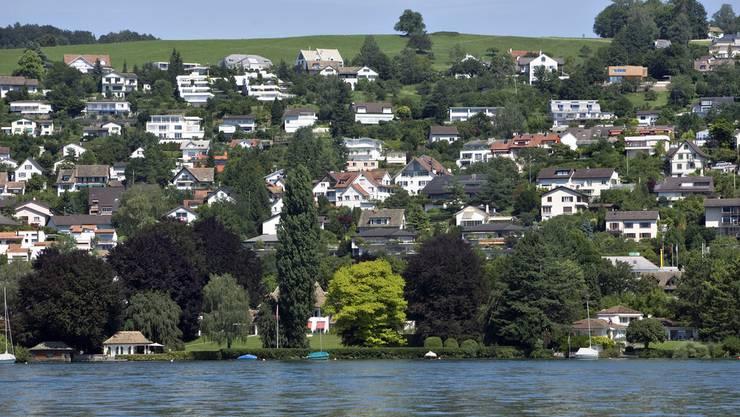 Bezirksrat setzt den Pensionskassenwechsel der Gemeinde Erlenbach durch.