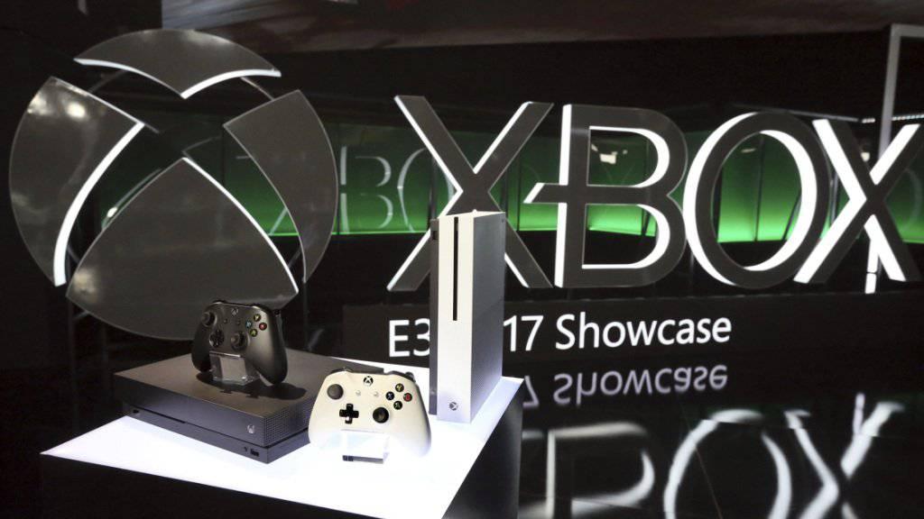 Auch mehrere inexistente Spielkonsolen des Typs Xbox bot der junge Berner an. (Archivbild)