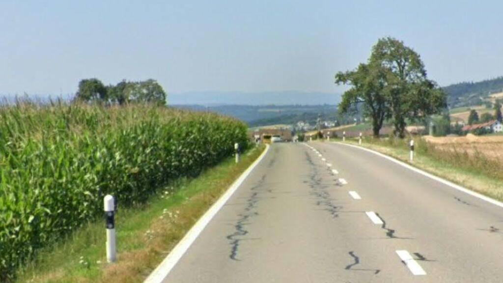 Auf der Badenerstrasse zwischen Bellikon und Remetschwil im Kanton Aargau raste ein Autolenker mit 126 km/h. Erlaubt sind höchstens 80 km/h