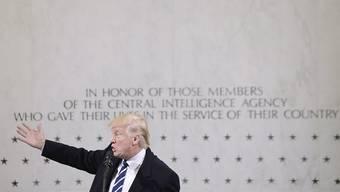 Präsident Trump besuchte an seinem ersten Tag als US-Präsident den von ihm immer wieder kritisierten Geheimdienst CIA - und war voll des Lobes.