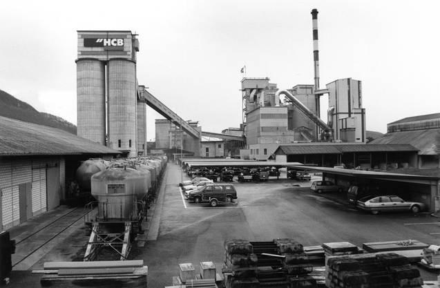 Die Holderbank-Zementfabrik in Siggenthal-Station, fotografiert im März 1995