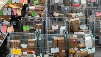 Das Postzentrum in Härkingen, wo alle Pakete verteilt werden.