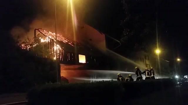 Abgefackelt?: Scheunen-Brand in Würenlingen