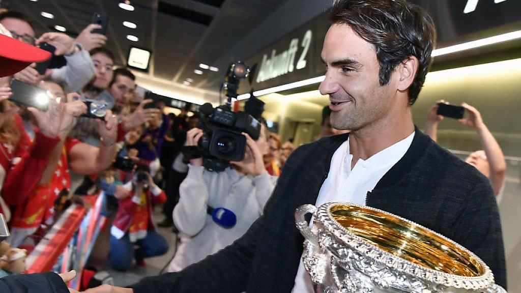 Roger Federer wird in Zürich von einer begeisternden Menschenmenge empfangen